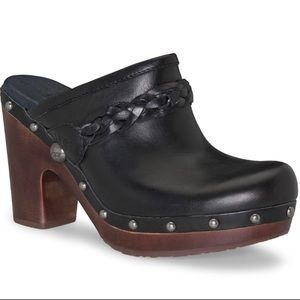 UGG Kaylee 3206 Black Leather Studded Clogs Size 7